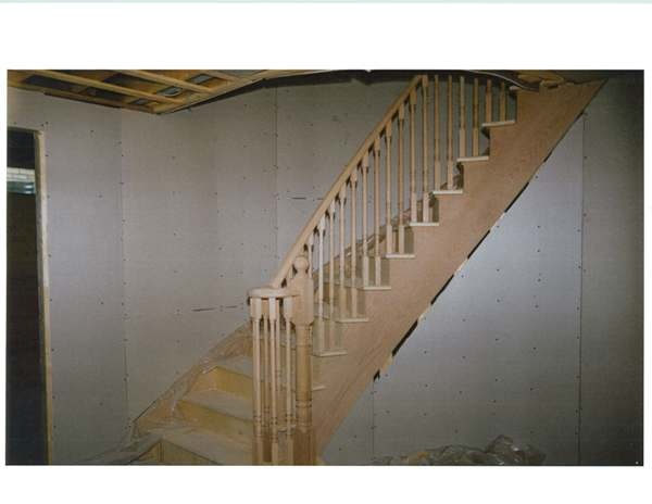 Circular stairs with oak stringers
