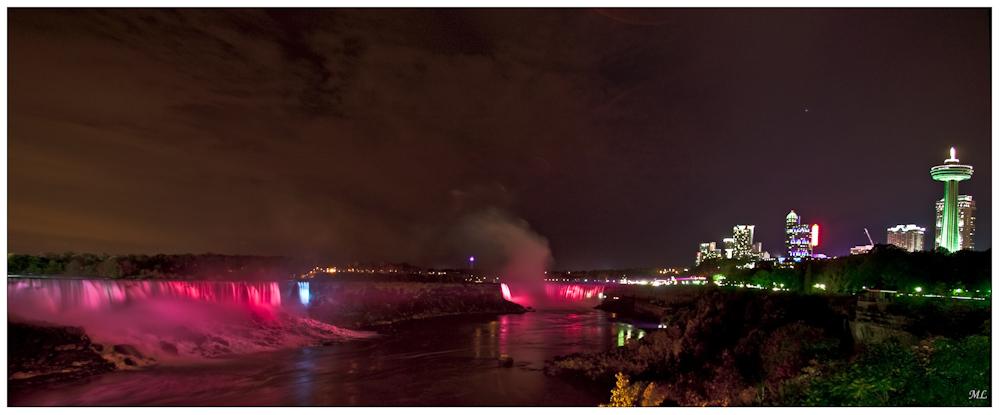 Les Chutes Niagara  de nuit  Octobre  2009