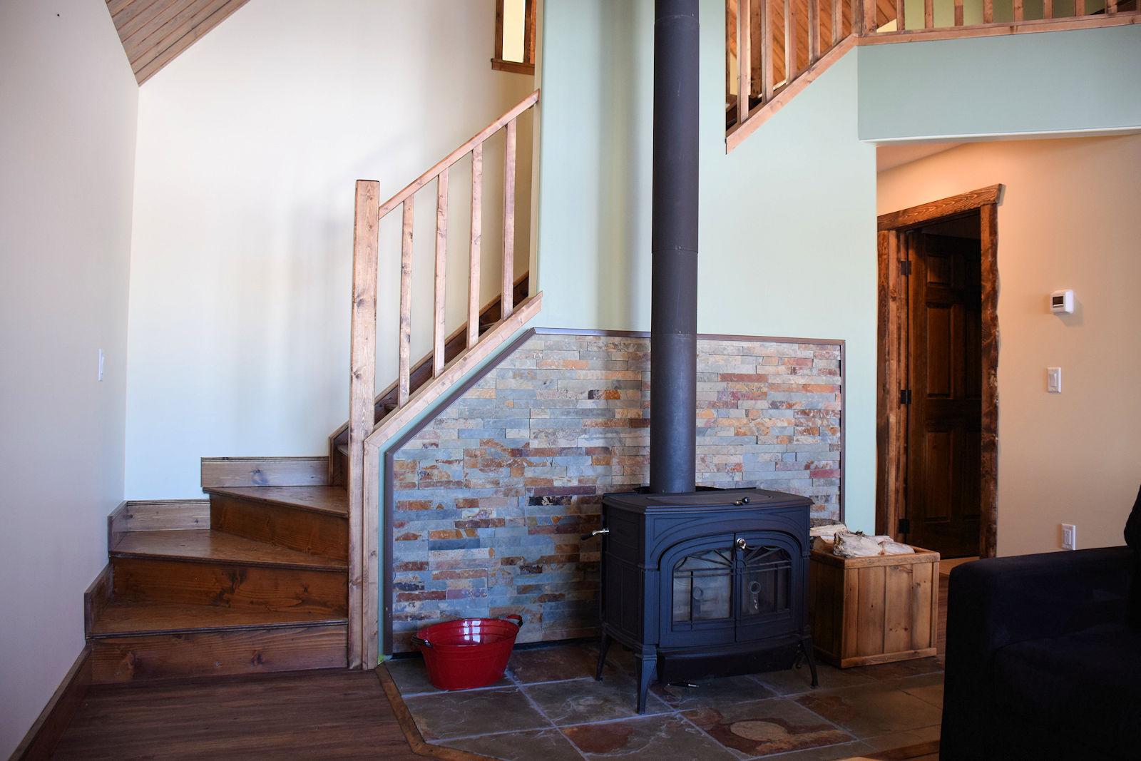 https://0901.nccdn.net/4_2/000/000/000/f5d/fireplace-and-stairwell-1600x1067.jpg