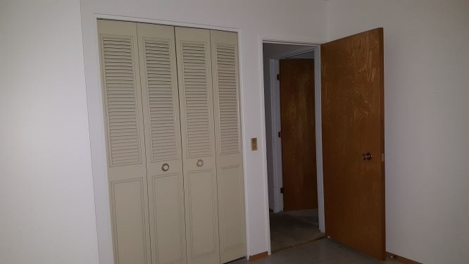https://0901.nccdn.net/4_2/000/000/001/eb3/16-096--bedroom-_3--closet.jpg