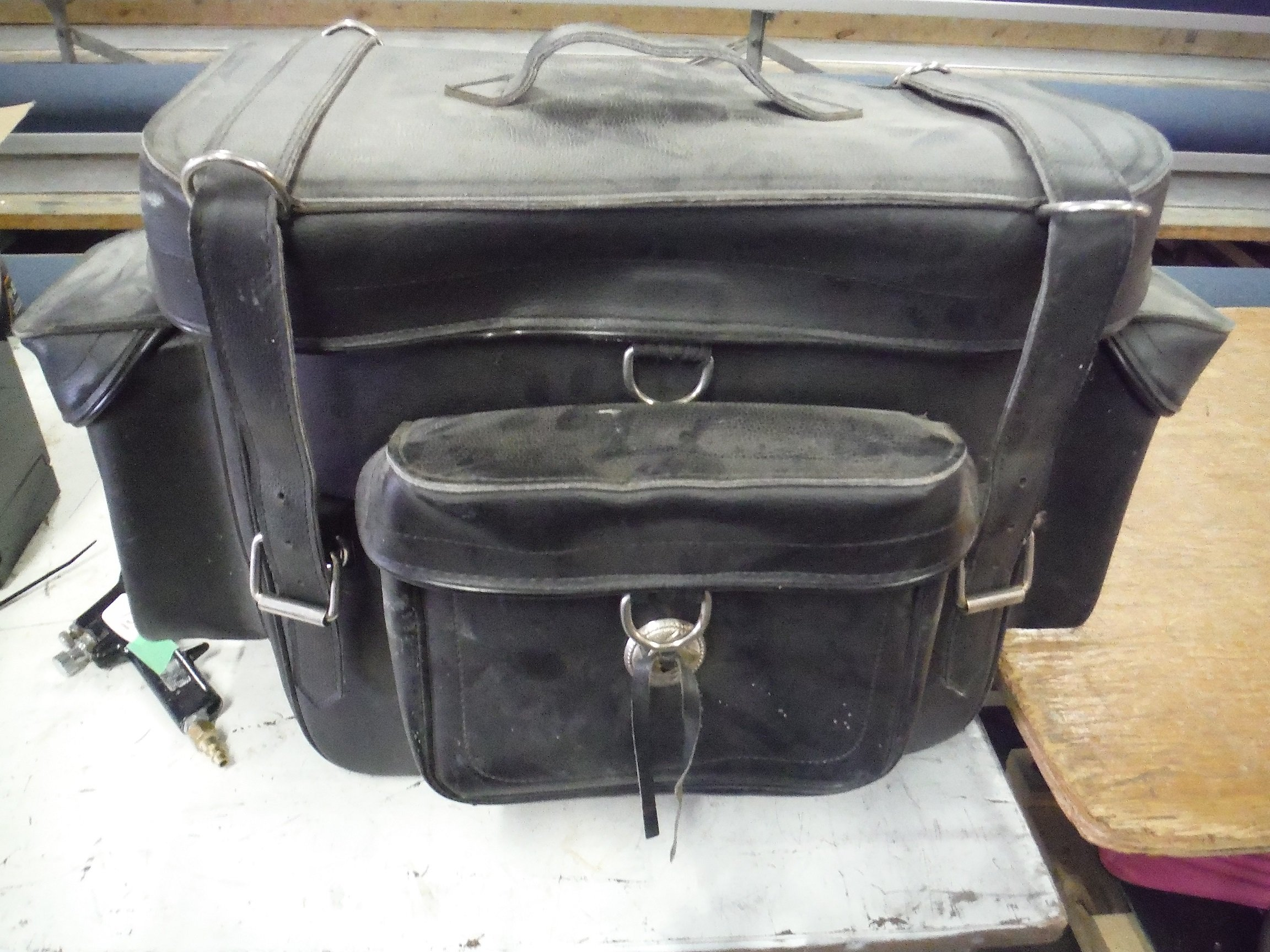 https://0901.nccdn.net/4_2/000/000/002/30a/leatherbag.jpg