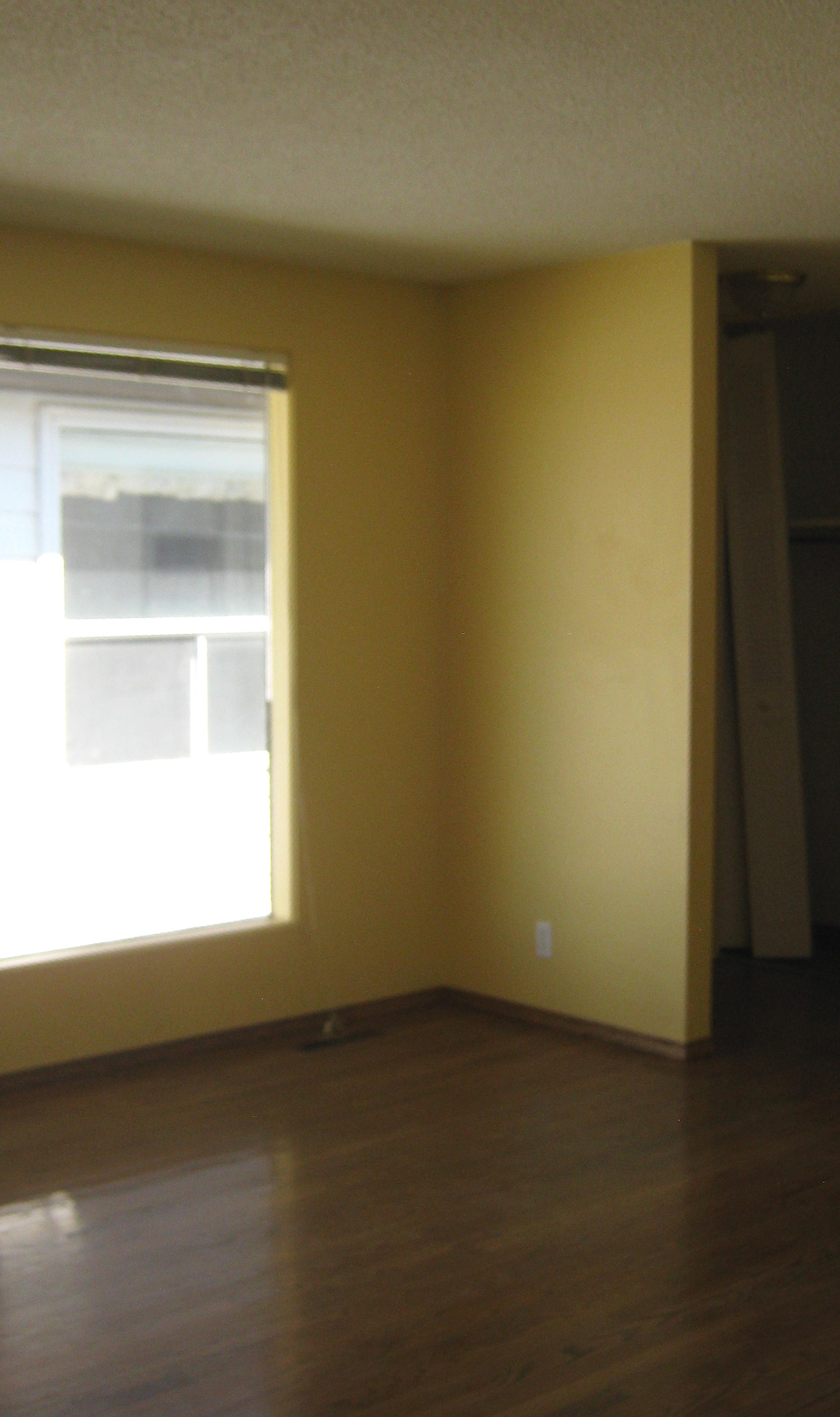 https://0901.nccdn.net/4_2/000/000/008/486/Livingroom---front-entry-area-2048x3648-2048x3454.jpg