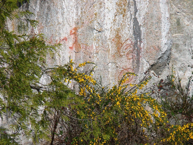 https://0901.nccdn.net/4_2/000/000/008/486/Petroglyphs2-1365x1024.jpg