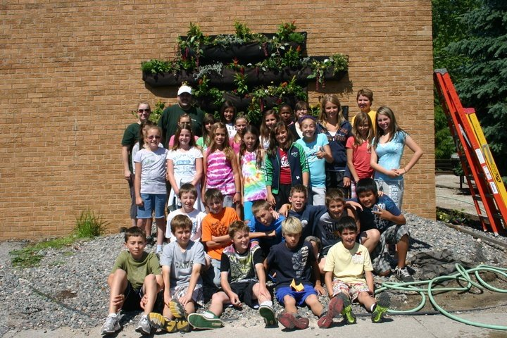 https://0901.nccdn.net/4_2/000/000/008/486/community-garden-720x480.jpg