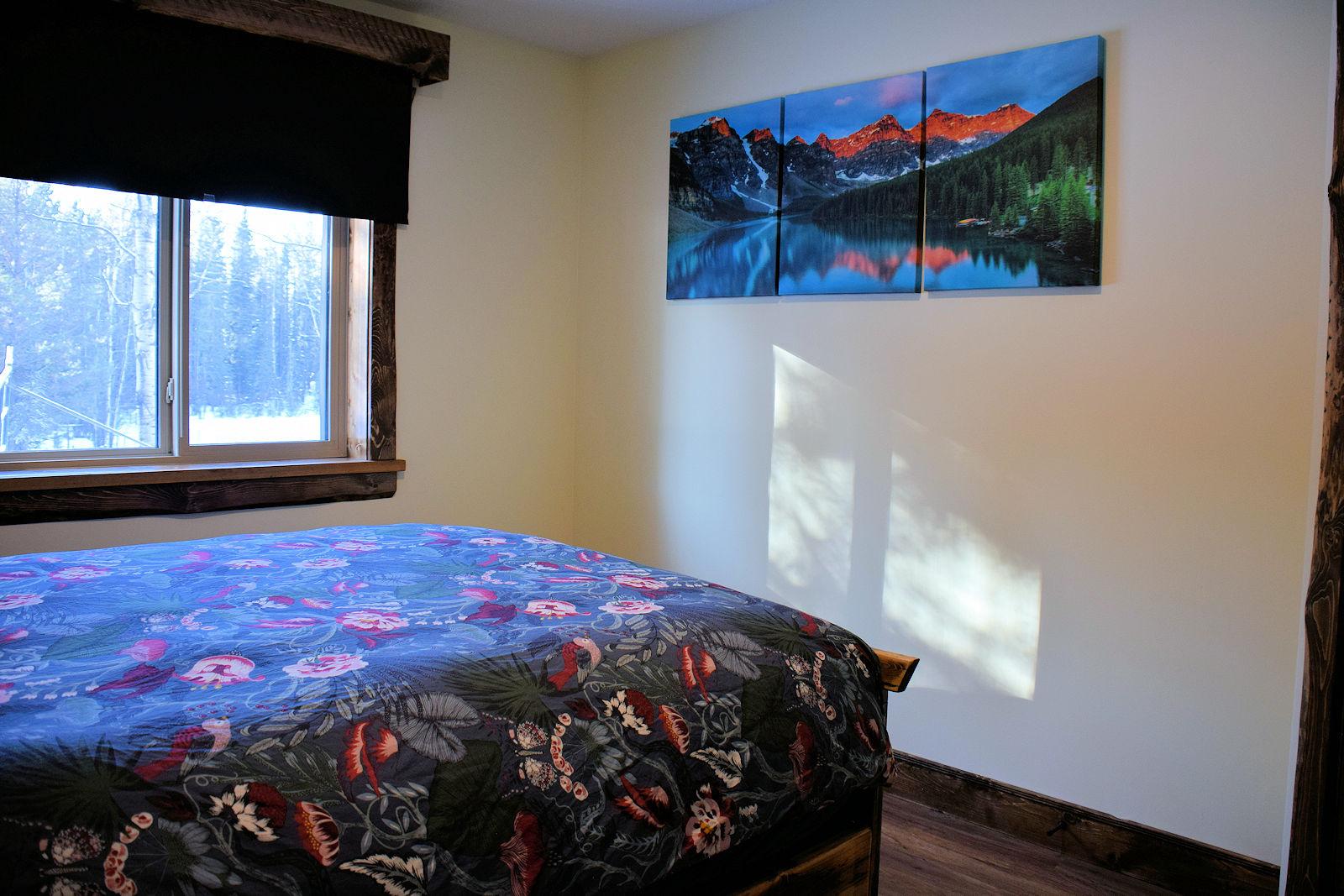 https://0901.nccdn.net/4_2/000/000/008/486/queen-bedroom-deco-1600x1067.jpg