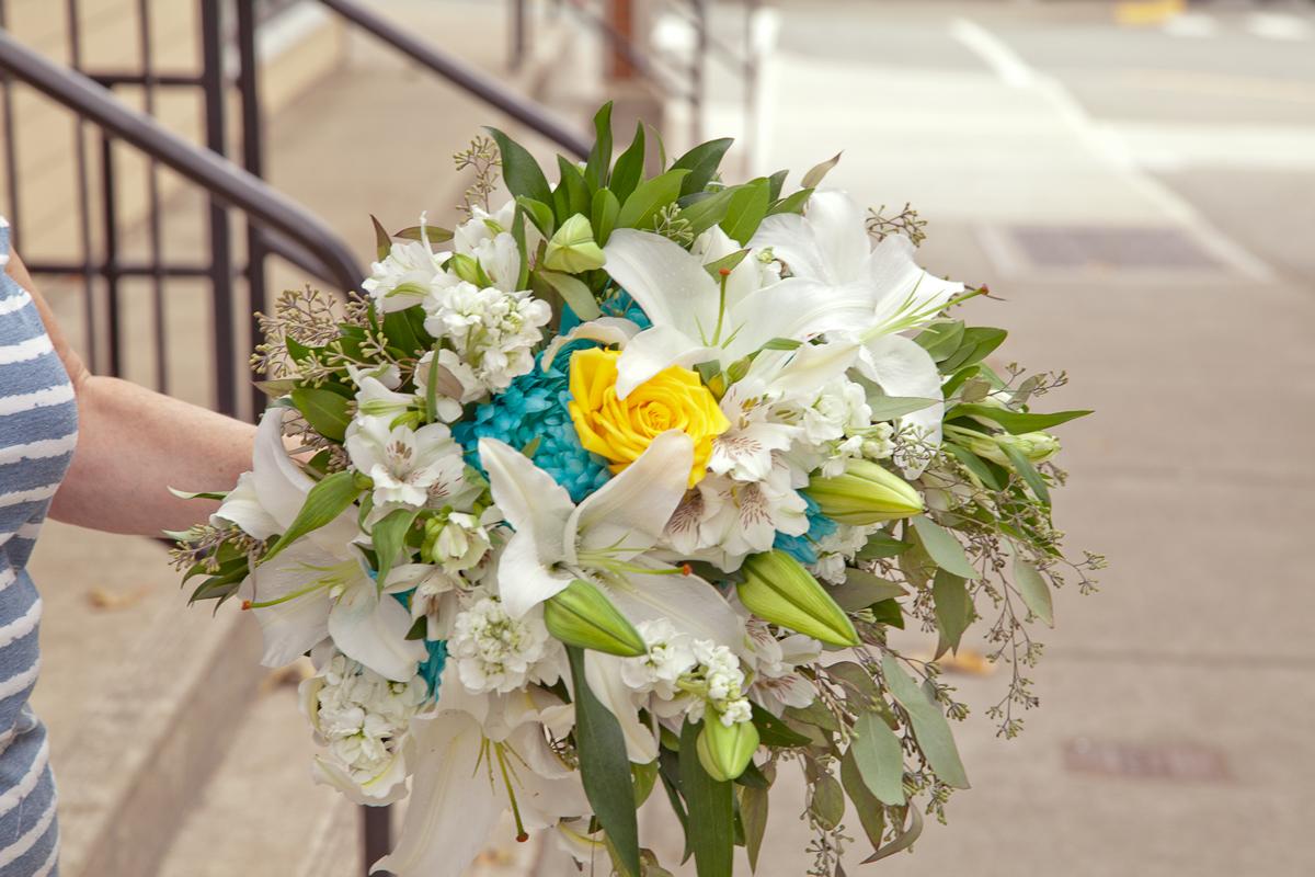 https://0901.nccdn.net/4_2/000/000/008/486/weddingrosebouquet-port-alberni-7627-.jpg