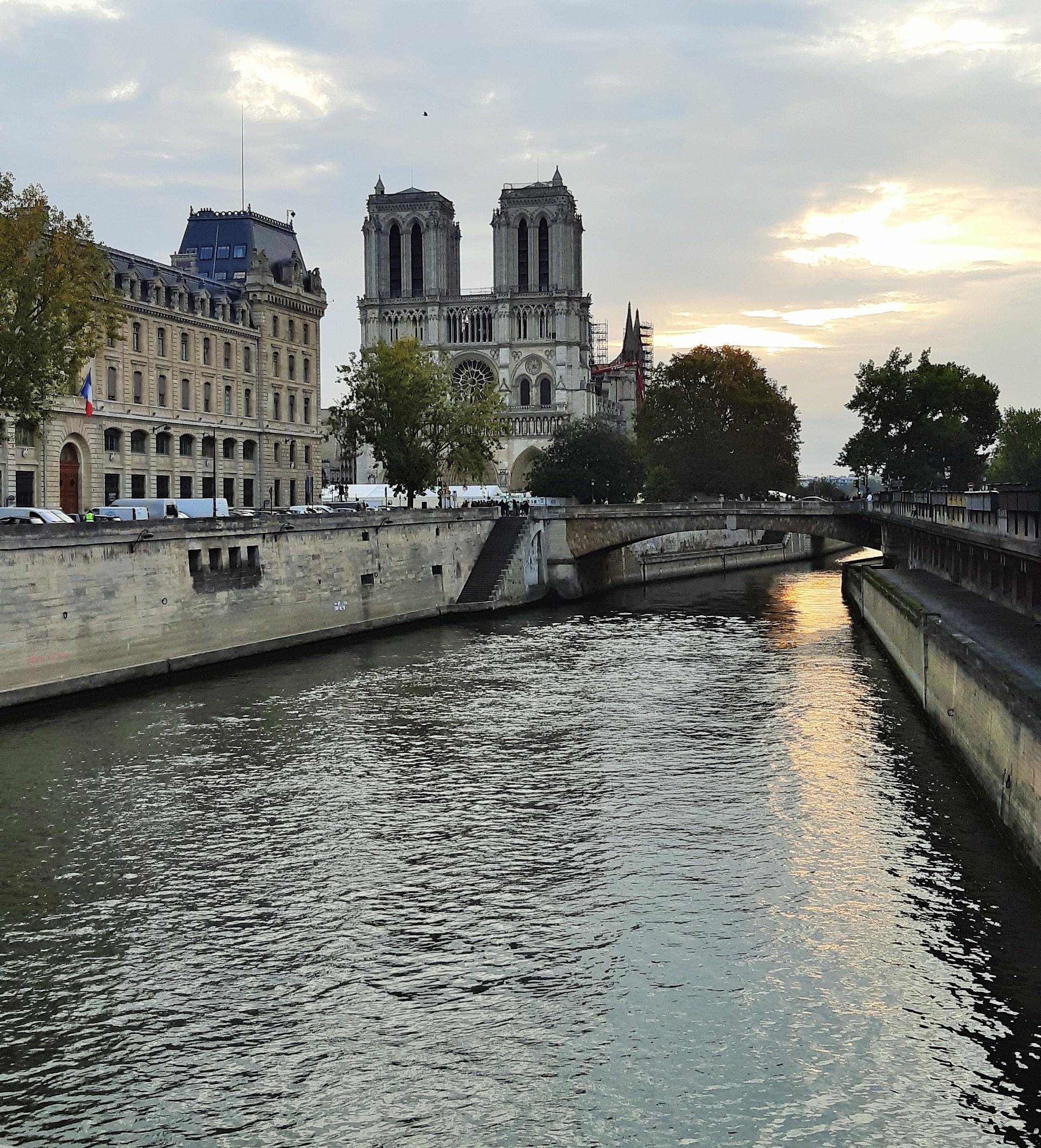 https://0901.nccdn.net/4_2/000/000/008/d53/Notre-Dame---4-2240x2471.jpg