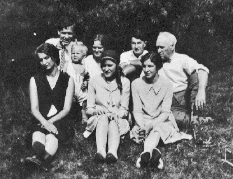 Laura, Robert, Mary C,Dorothy, ??, Barbara Kimball (friend), Pop (ATS)