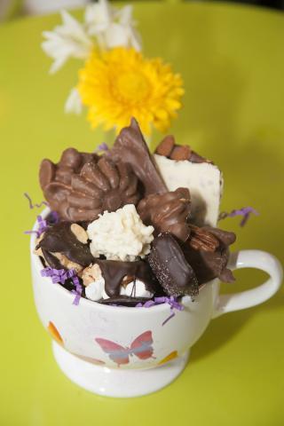 https://0901.nccdn.net/4_2/000/000/009/815/0a_birthday_chocolate_bowl_port_alberni-2293.jpg