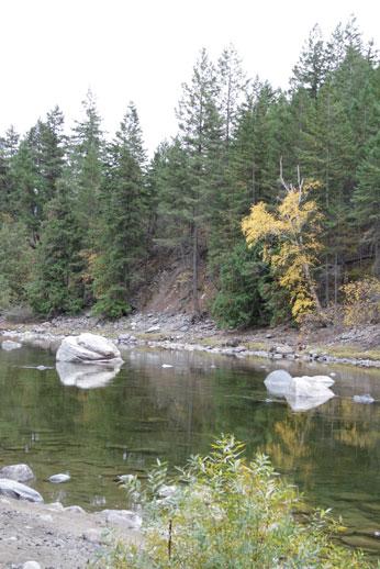 https://0901.nccdn.net/4_2/000/000/009/ae9/gal-riverrock.jpg