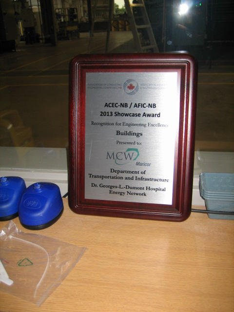Award presented to MCW Maricor by APENB for Project Excellence - Dumont Energy Centre Tour