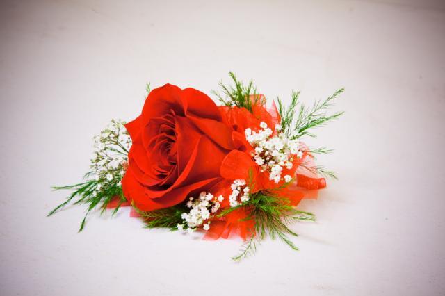 https://0901.nccdn.net/4_2/000/000/00d/f43/grad-flowers-port-alberni5.jpg