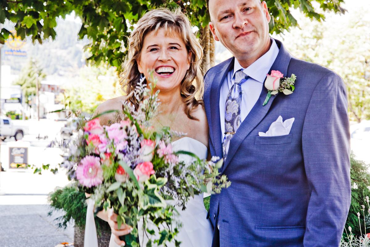 https://0901.nccdn.net/4_2/000/000/00d/f43/wedding_flowers_port_alberni_20161115d.jpg