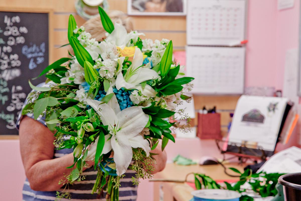 https://0901.nccdn.net/4_2/000/000/00d/f43/weddingrosebouquet-port-alberni-7619-.jpg