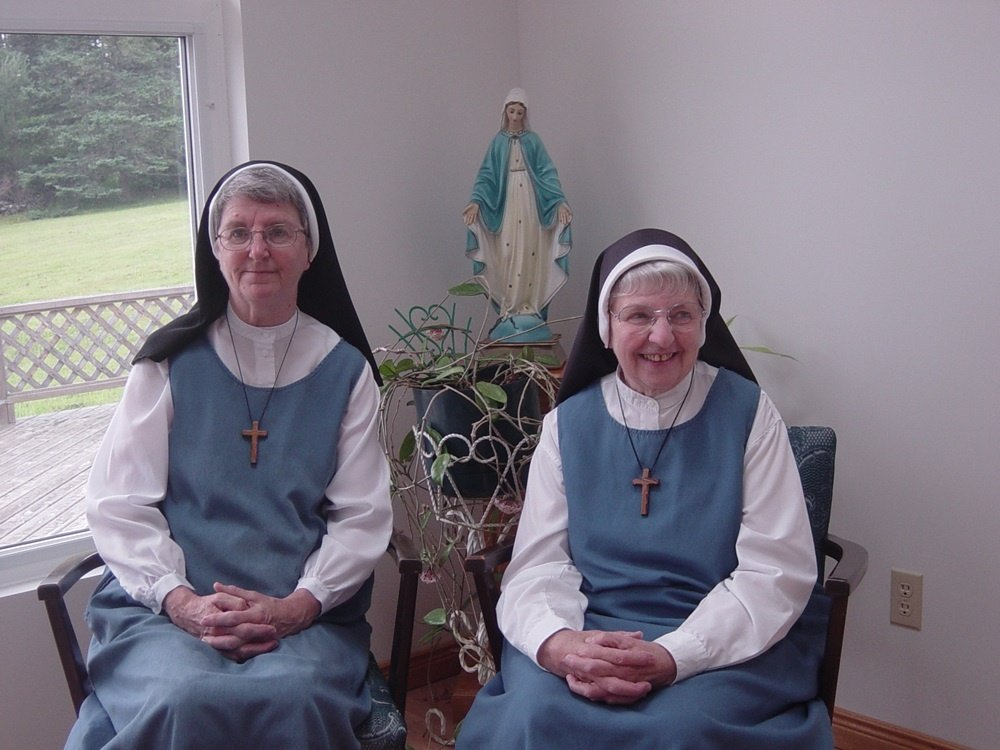 https://0901.nccdn.net/4_2/000/000/00d/f4e/Sister_Barbara_and_Sister_Bonnie_in_the_chapel_July_2009-1000x750.jpg