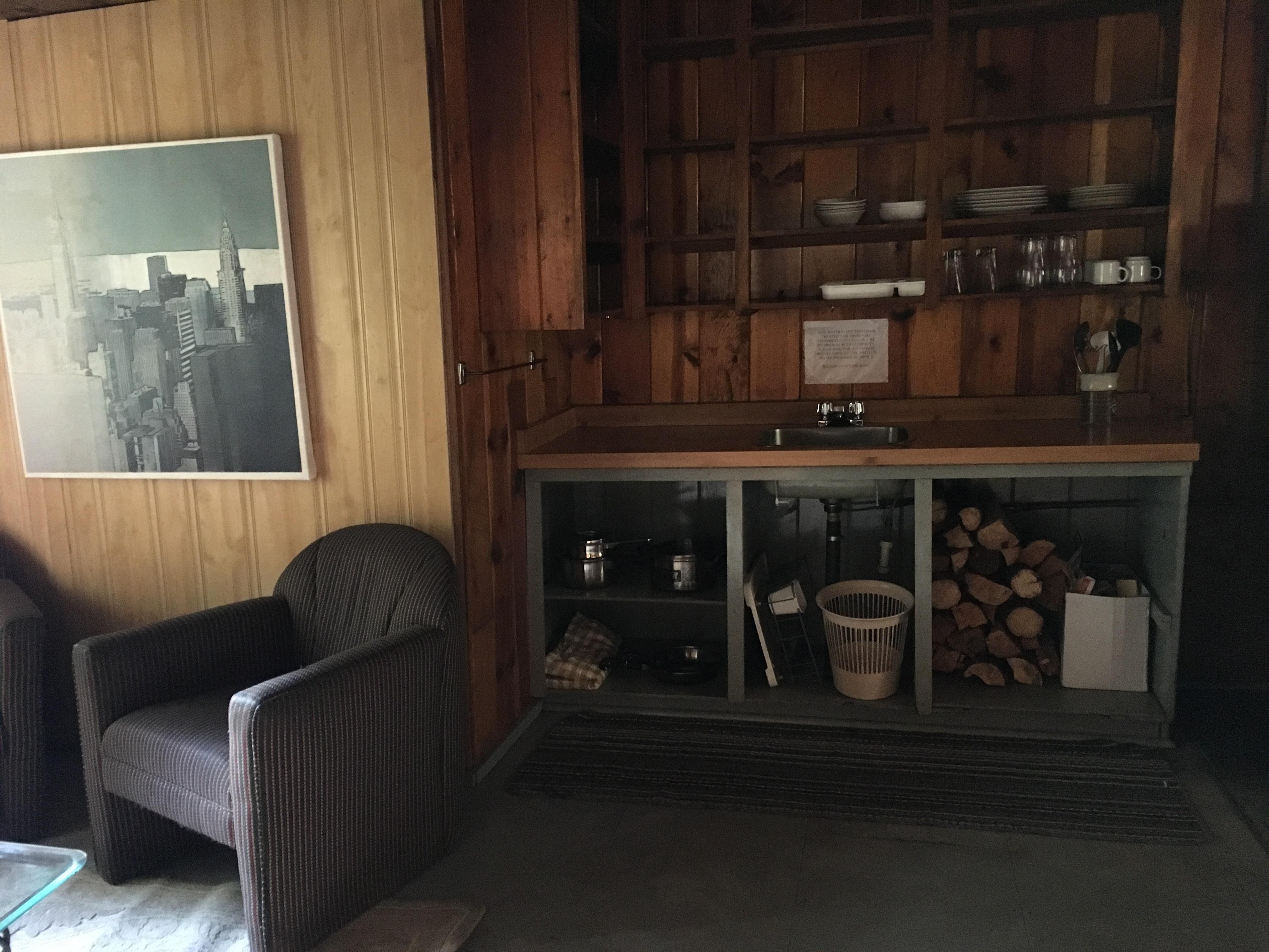 https://0901.nccdn.net/4_2/000/000/010/19b/cabin-9-kitchen-4032x3024.jpg