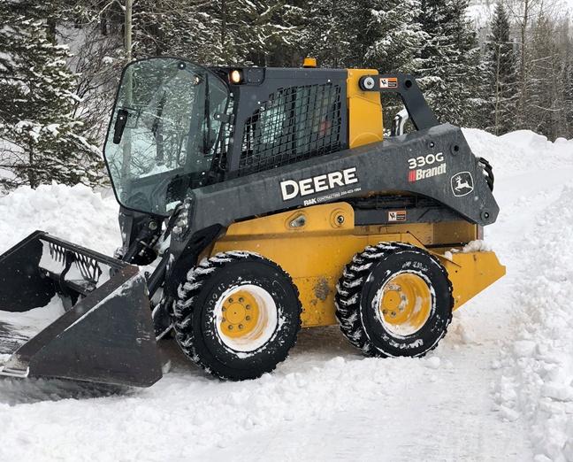 https://0901.nccdn.net/4_2/000/000/011/751/330-G-snow-plow-648x522.jpg