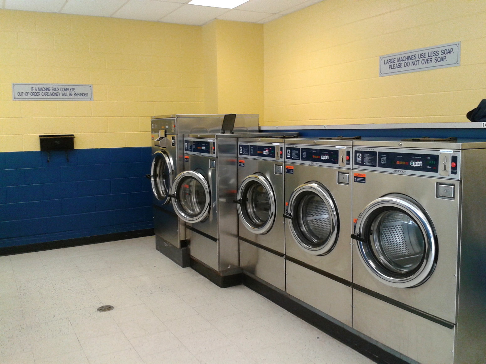Clean and Spacious Laundromat in Aylmer