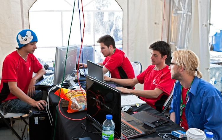 Quelques participants  à lloeuvre  5 août 2011 X3075