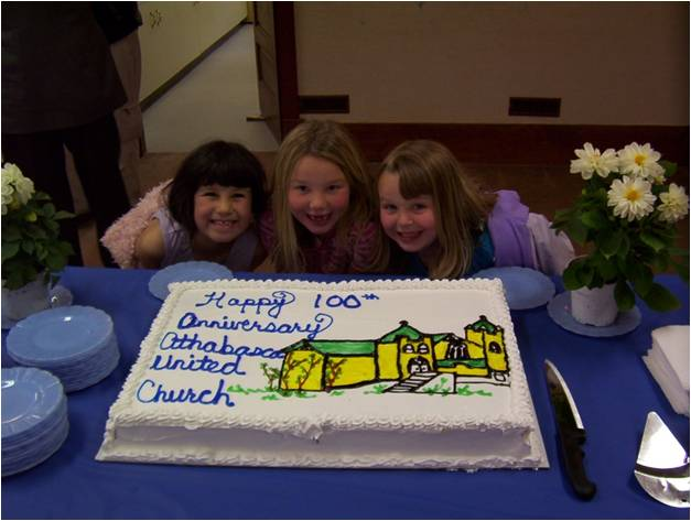 https://0901.nccdn.net/4_2/000/000/017/e75/100th-congregational-Cake-with-Children.jpg