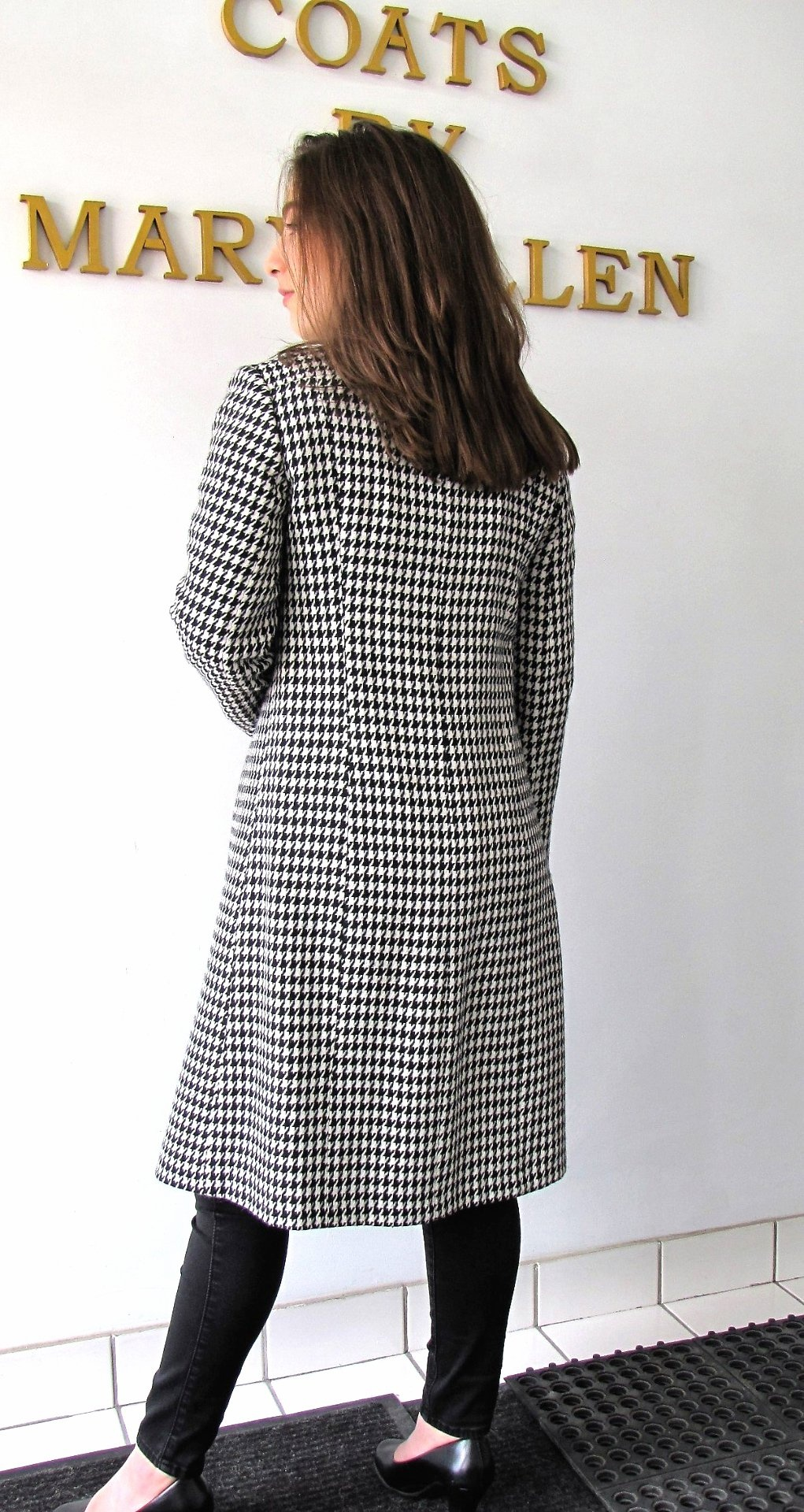 Style #B6385-17 - Black/White Houndstooth 100% Pure Virgin Wool. Back View.