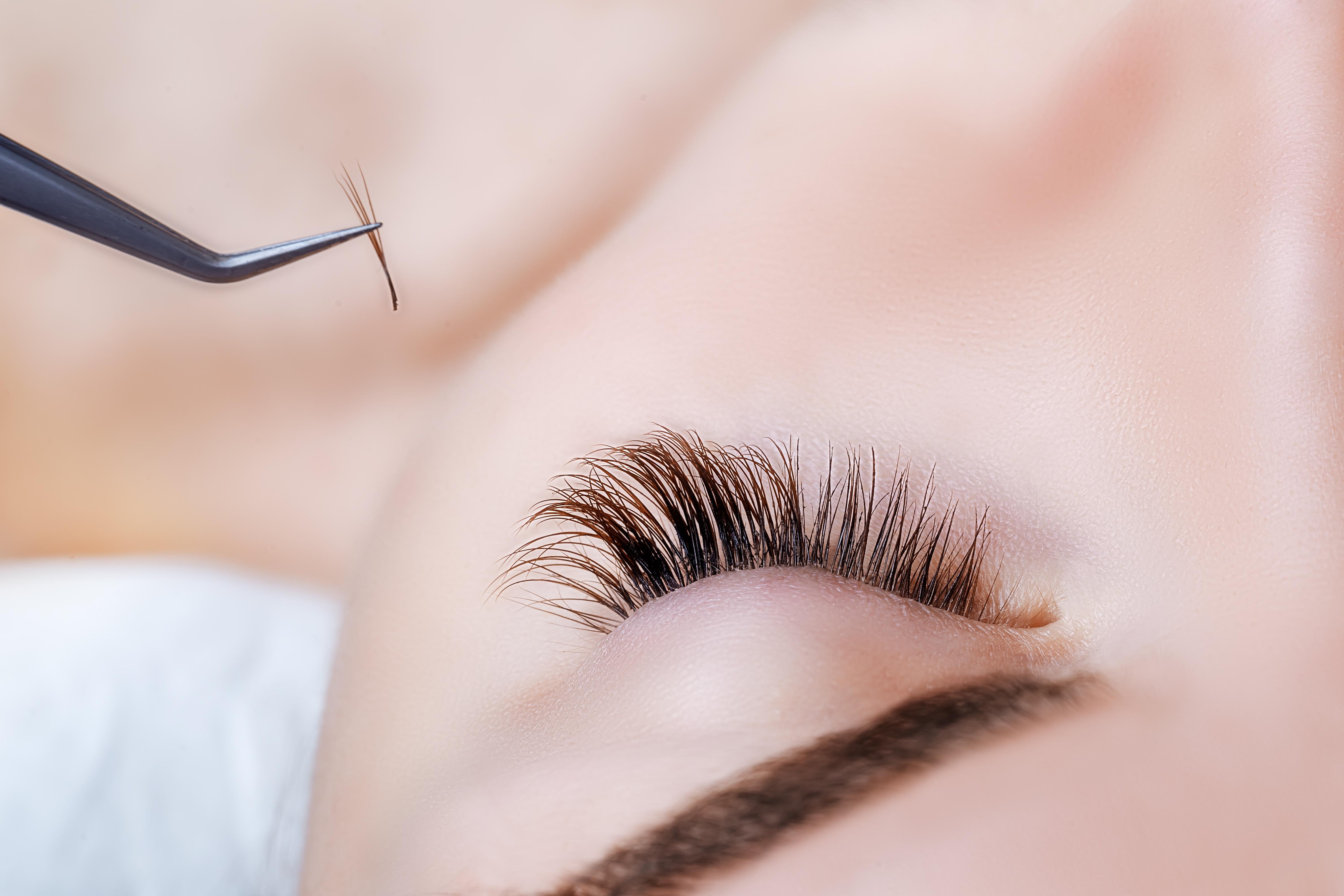 https://0901.nccdn.net/4_2/000/000/017/e75/Canva---Woman-Eye-with-Long-Eyelashes.-Eyelash-Extension.-Lashes--close-up---1--4759x3173.jpg