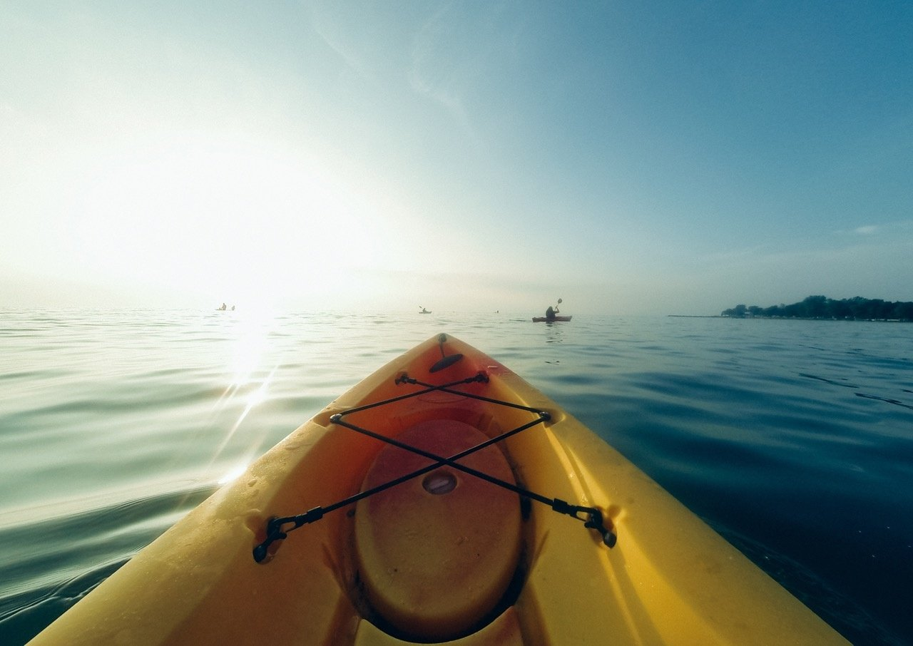 https://0901.nccdn.net/4_2/000/000/017/e75/Kayak-Gear-1280x906.jpg