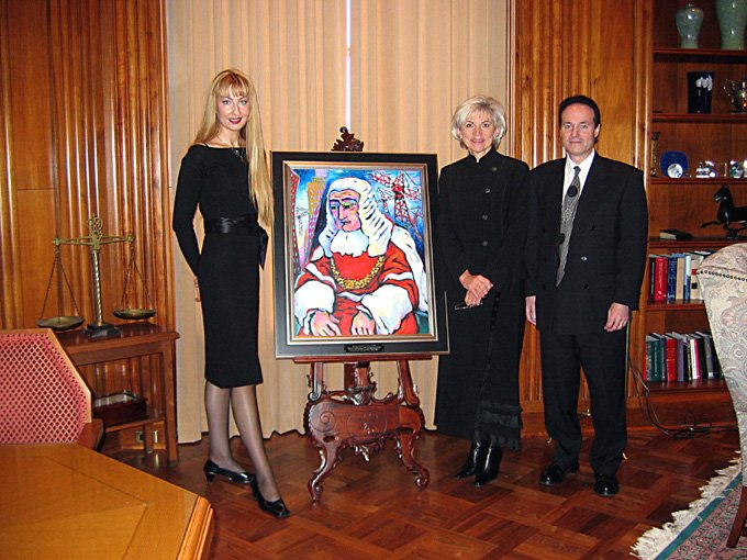 artist Martina Shapiro painting in the Supreme Court of Canada.