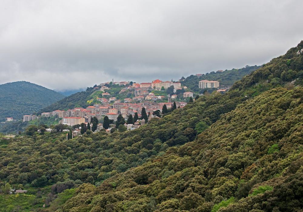 Sartène, VIIIe du  Moyen-Âge en flanc  de montagne - Sud  de la Corse - Avril 2010