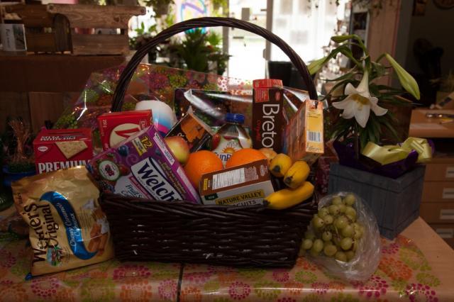 https://0901.nccdn.net/4_2/000/000/017/e75/lcp-gift-basket-apr3-2020-2040.jpg