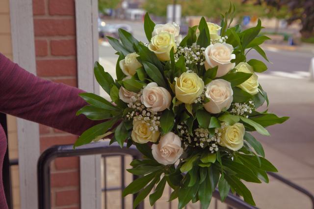https://0901.nccdn.net/4_2/000/000/017/e75/port-alberni-wedding-bouquet.jpg