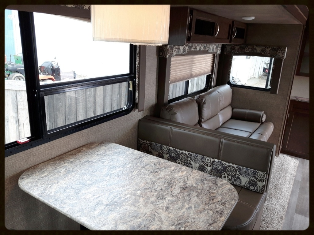 Coleman 2915RK interior RV