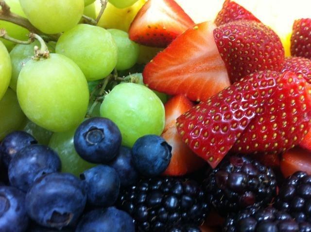 https://0901.nccdn.net/4_2/000/000/01e/20c/Fruit_tray_-4--640x478-640x478.jpg