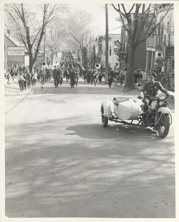 https://0901.nccdn.net/4_2/000/000/01e/20c/P074--1945-05-08-Parade-militaire.jpg