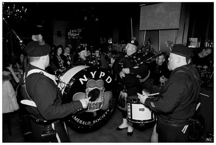 Tournée des pubs  de Québec par les  Pipes and Drums de  New York et Boston