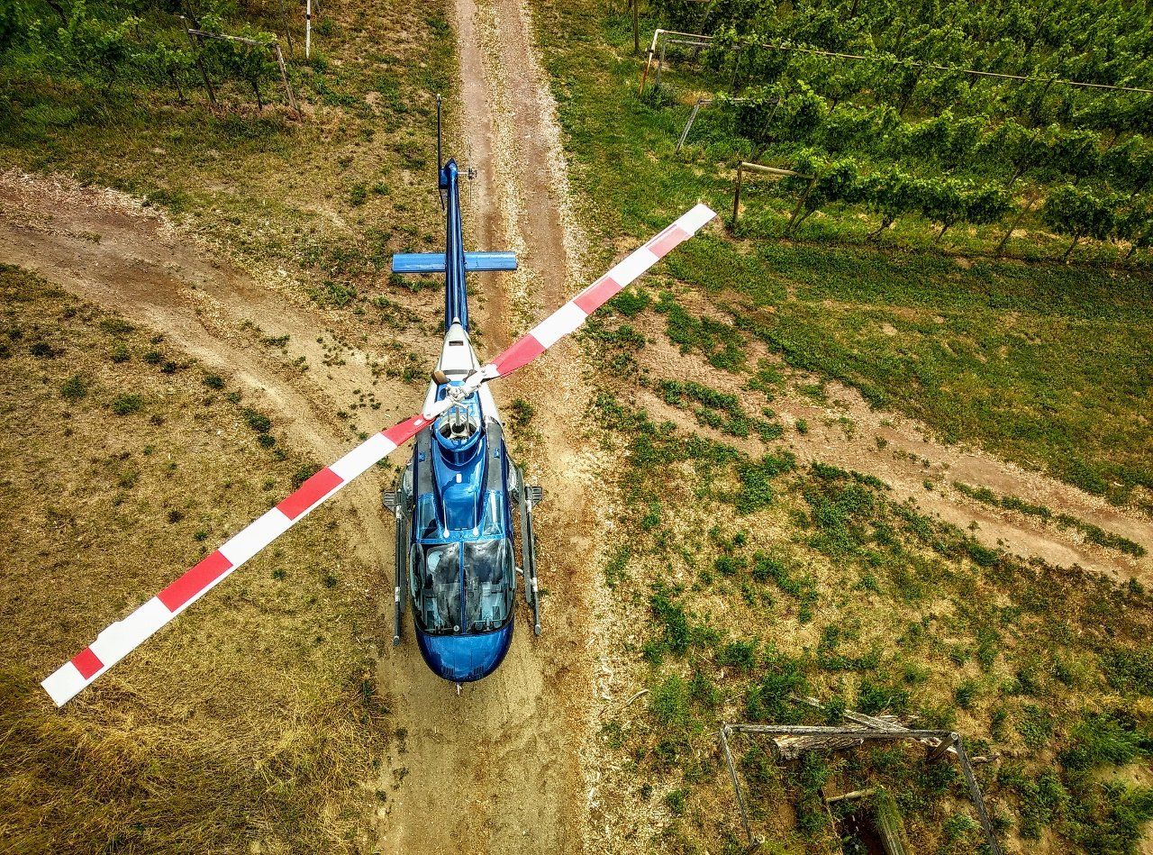 https://0901.nccdn.net/4_2/000/000/01e/20c/Valhala-Helicopter-at-St-Hubertus-and-Oak-Bay-Vineyard-1280x949.jpg
