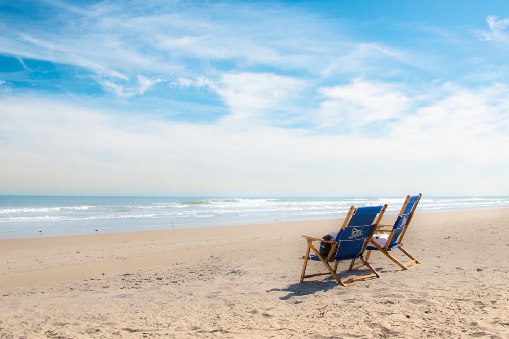 https://0901.nccdn.net/4_2/000/000/01e/20c/a-pair-of-beach-bums.jpg