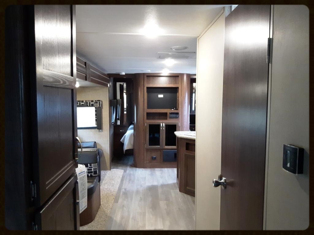 Coleman 3015BH Travel Trailer interior