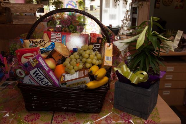 https://0901.nccdn.net/4_2/000/000/01e/20c/lcp-gift-basket-apr3-2020-2041.jpg