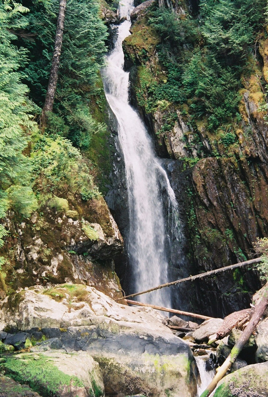 https://0901.nccdn.net/4_2/000/000/020/0be/Silver-Falls-1038x1536.jpg