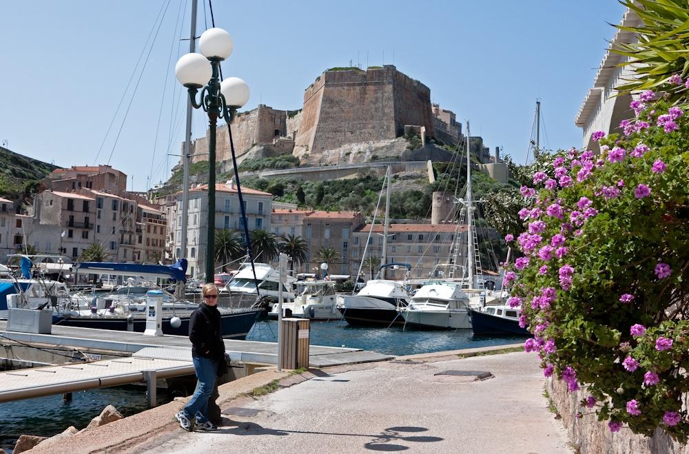 Âu pied de Bonifacio,  ville fortifée du  Moyen-Âge - Avr  2010