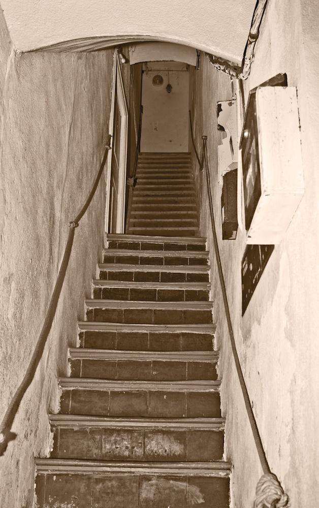 Escalier typique de  l'entrée des maisons  de Bonifacio, cardio  de premier ordre  Avrll 2010