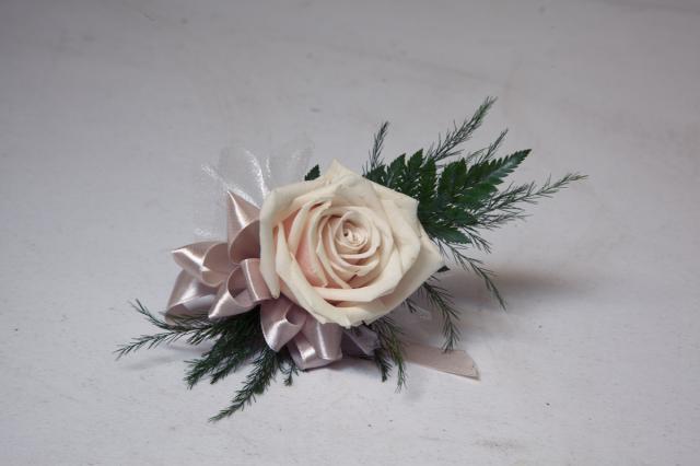 https://0901.nccdn.net/4_2/000/000/023/130/grad-flowers-port-alberni3.jpg