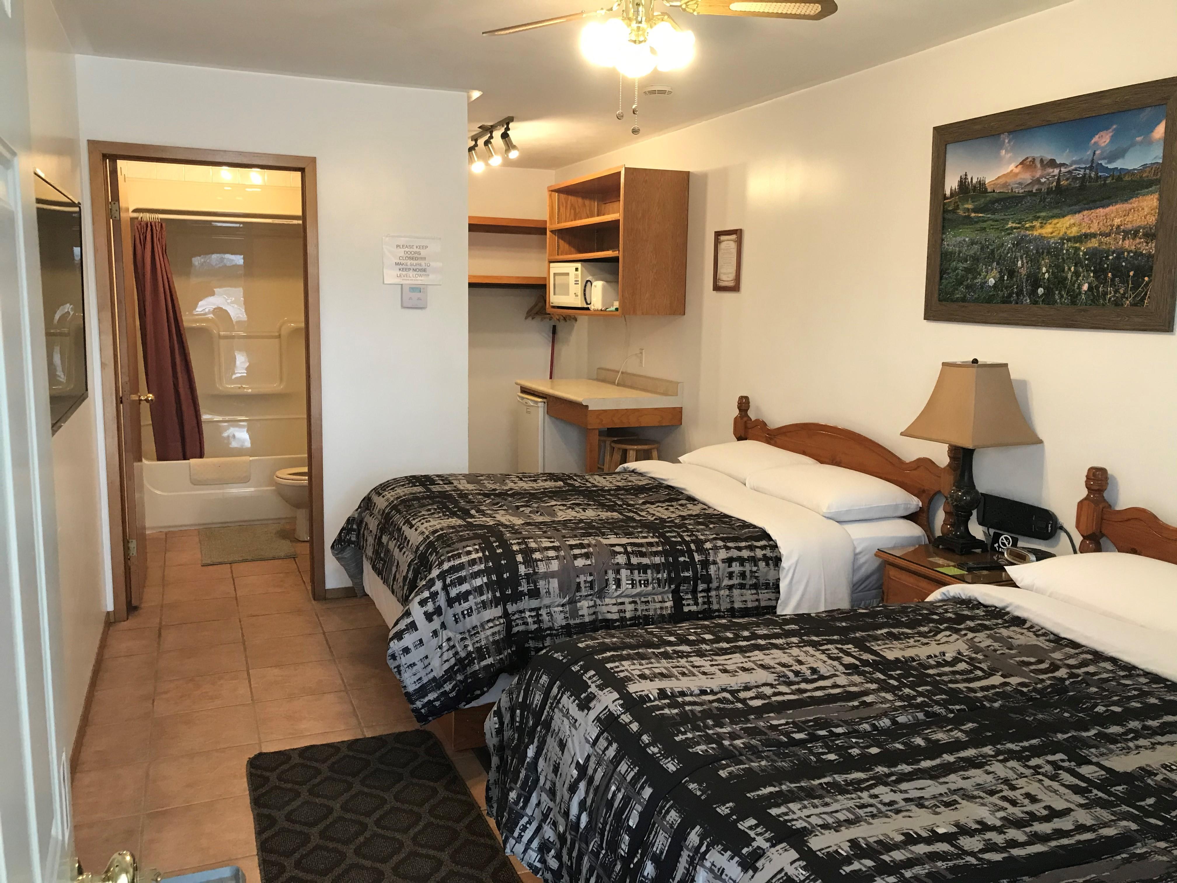 https://0901.nccdn.net/4_2/000/000/024/ec9/jays-motel-room-with-2-beds.jpg