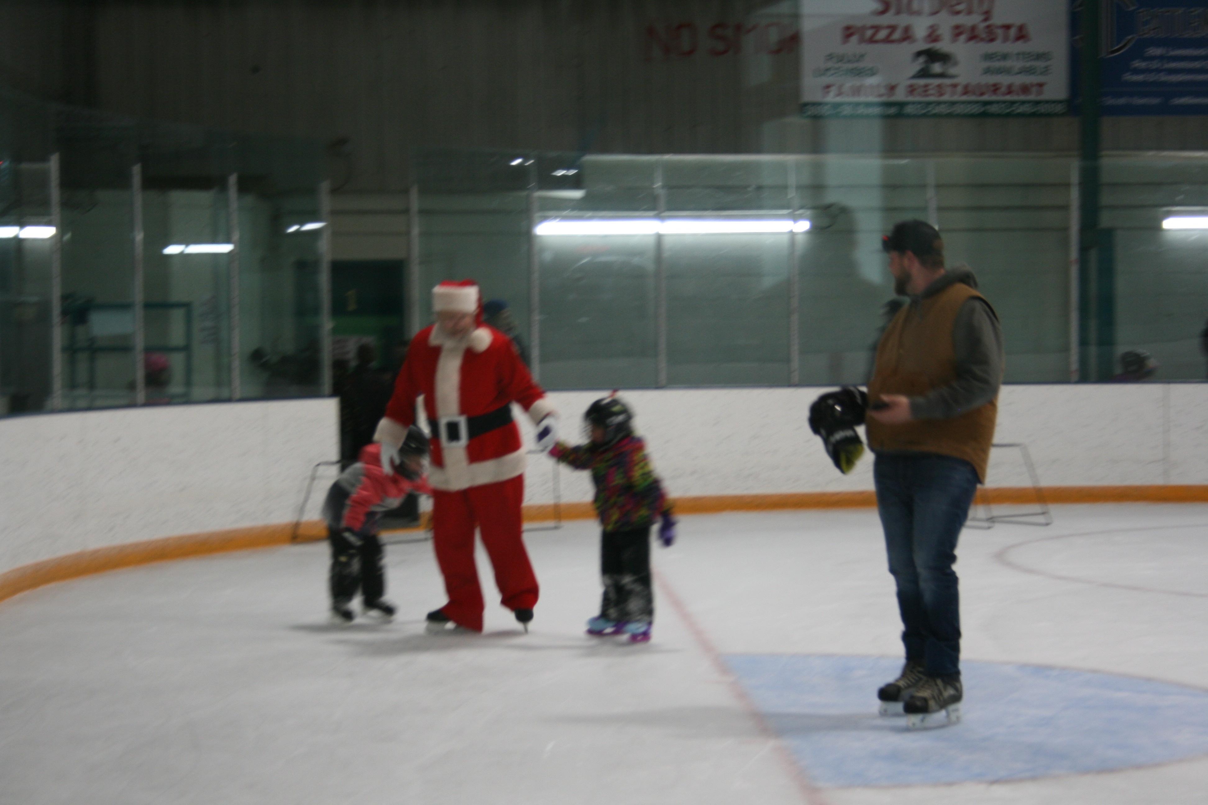 https://0901.nccdn.net/4_2/000/000/024/ec9/santa-skate-17-3888x2592.jpg