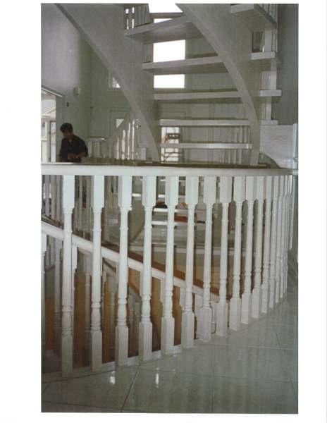 Circular red oak Scandinavian style stair