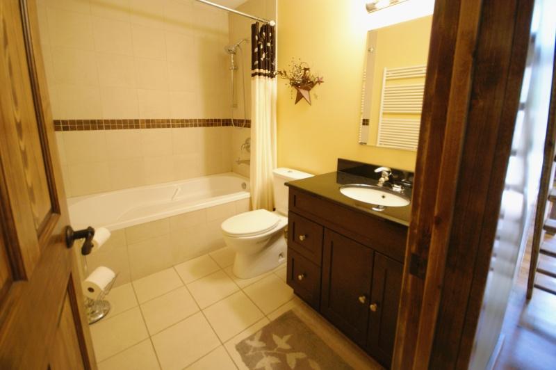 https://0901.nccdn.net/4_2/000/000/038/2d3/Beaver_bathroom-800x532.jpg