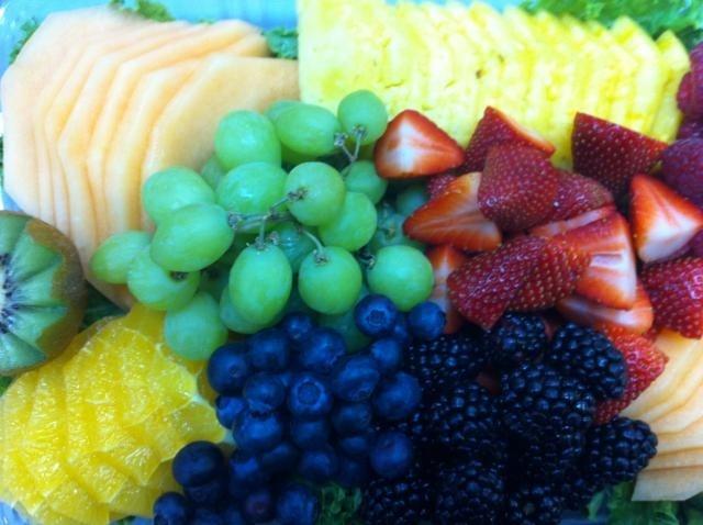 https://0901.nccdn.net/4_2/000/000/038/2d3/Fruit_tray_-5--640x478-640x478.jpg