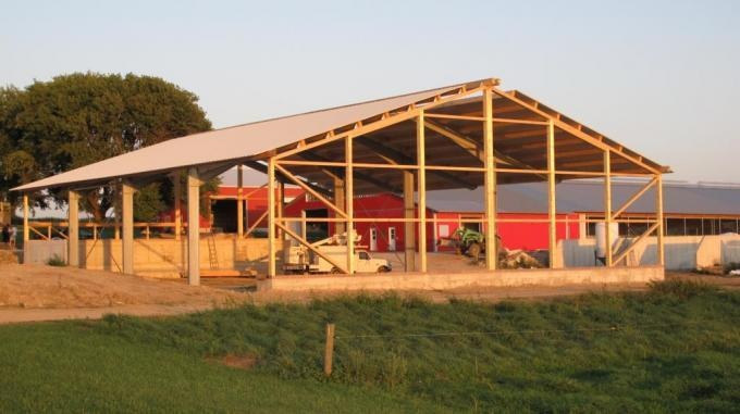 2013 Clifford - Hay storage with 16ft overhang