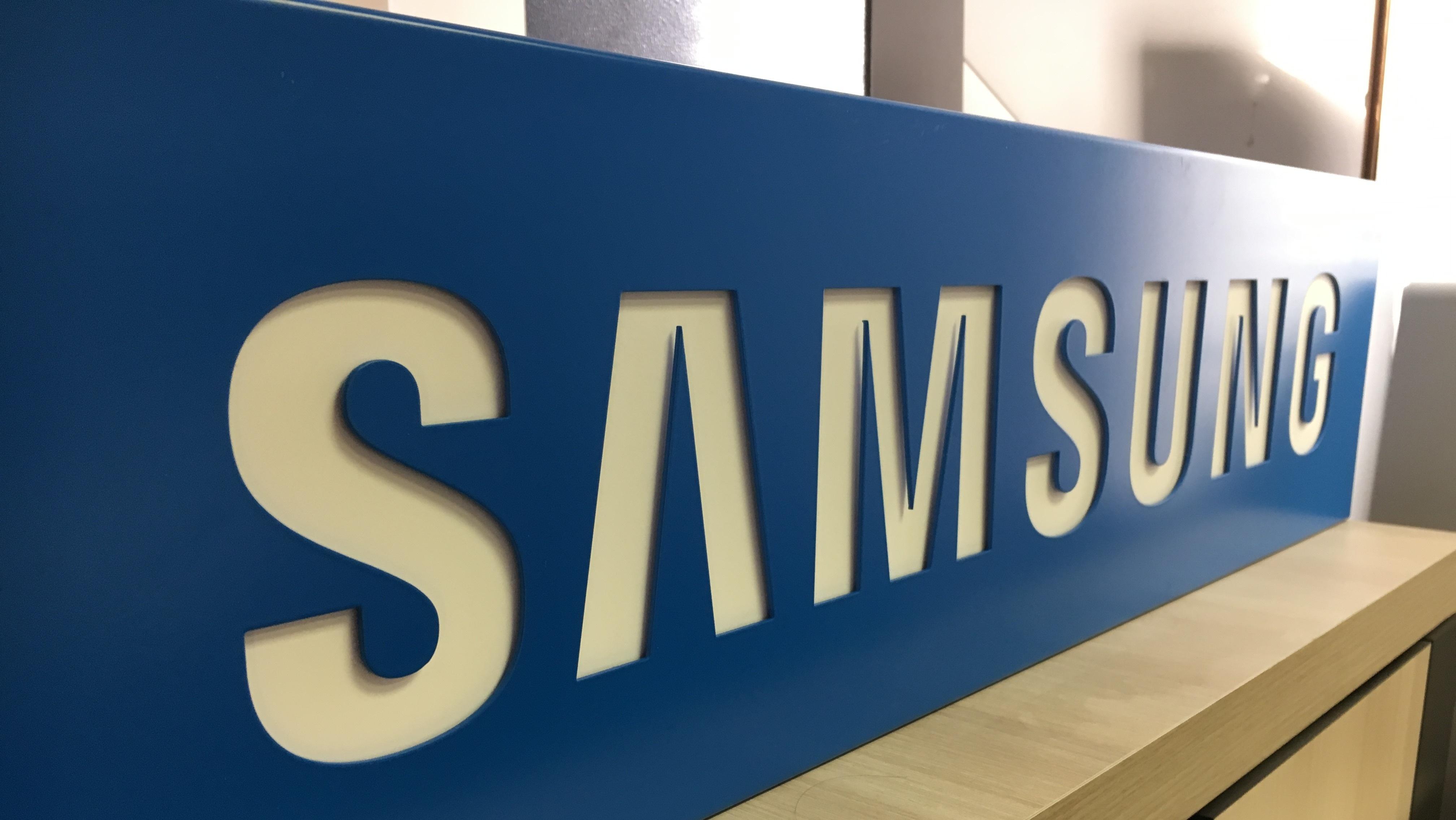 https://0901.nccdn.net/4_2/000/000/038/2d3/Samsung-2-4032x2270.jpg